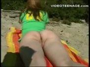 Ninfetas peladinhas na praia de nudismo