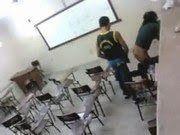 Caiu na net fodendo dentro da sala de aula