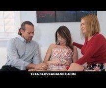 Novinha em video de sexo amador com o padrasto