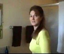 Safada em video porno amador fodendo em casa