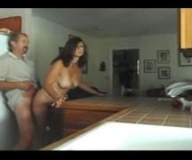 Coroa bem boa em porno amador dando uma trepada